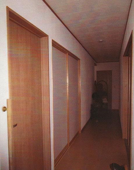 玄関からトイレ